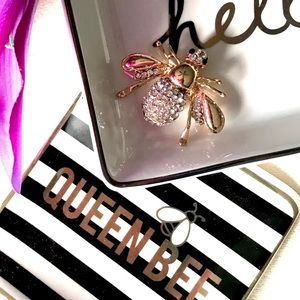 """Jewelry - ✨ New! """"Queen Bee 🐝 Chic"""" Brooch Pin"""